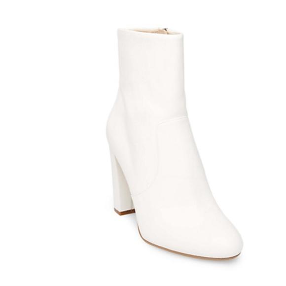 e635dc7fa0f steve madden white ankle boots nwob. M 5a9a17fea44dbe781b99b523